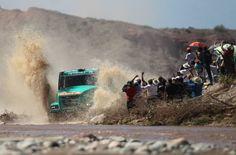 SALTA (ARGENTINA), 10/01/2014.- El corredor holandés Gerard De Rooy y sus copilotos, el belga Tom Colsoul y el holandés Rodewald Darek, compiten hoy, viernes 10 de enero de 2014, durante la sexta etapa del Dakar entre San Miguel de Tucumán y Salta (Argentina). EFE/Nicolás Aguilera