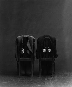 Jürgen Klauke Formalisierung der Langeweile (Melancholie der Stühle II), 1980/81