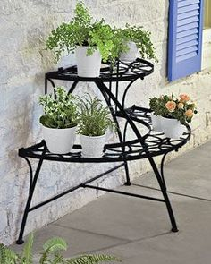 Most Affordable and Simple Garden Furniture Ideas Iron Furniture, Outdoor Garden Furniture, Furniture Decor, Outdoor Decor, House Plants Decor, Plant Decor, Indoor Garden, Indoor Plants, Garden Rack