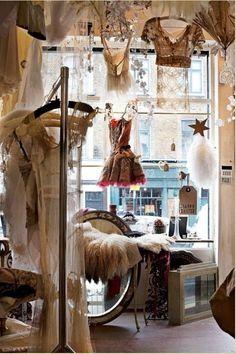 Cool way to display vintage shops, vintage shop display, vintage boutique, boutique La Petite Boutique, Vintage Boutique, A Boutique, Vintage Clothing Display, Boutique Decor, Boutique Ideas, Boutique Interior, Vintage Shop Display, Vintage Shops