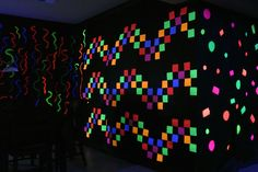 Post It Notes Luz negra en 2020 Glow In Dark Party, Glow Party, Disco Party, Black Light Party Ideas, Neon Birthday, 13th Birthday Parties, Birthday Bash, Party Stations, Blacklight Party