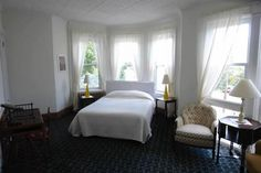 OopsnewsHotels - Fort Place Bed & Breakfast. Located a short walk from Tompkinsville Staten Island Railway Station, Fort Place Bed & Breakfast is an ideal base when in New York City. It is ideally positioned for guests wishing to discover the area's attractions.   Fort Place Bed & Breakfast New York City provides spacious rooms equipped with a refrigerator, plus all the necessities to ensure an enjoyable stay.