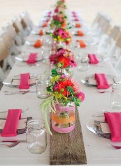 Kleurrijk tafeldekken met bloemen :)