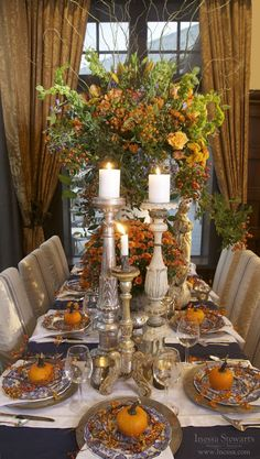 Elegant Fall Autumn Thanksgiving holiday table setting inspiration - complete with small pumpkins or oranges, candles, huge center piece, and twigs Fall Table Settings, Thanksgiving Table Settings, Beautiful Table Settings, Thanksgiving Tablescapes, Thanksgiving Decorations, Thanksgiving Holiday, Setting Table, Holiday Tablescape, Place Settings