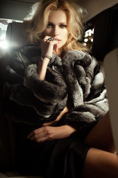 fur fashion directory is a online fur fashion magazine with links and resources related to furs and fashion. furfashionguide is the largest fur fashion directory online, with links to fur fashion shop stores, fur coat market and fur jacket sale. Fur Fashion, Trendy Fashion, Feather Fashion, Travel Fashion, Glamour, Rich Girls, Luxury Blog, Luxury Lifestyle, Lady Luxury