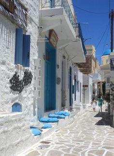 κιμωλος Greek Life, Out Of This World, Greece Travel, Shade Garden, Greek Islands, Santorini, Countryside, Cities, Scenery