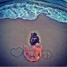 Olá meus anjos, hoje vou me inspirar em algumas imagens de praia do tumblr. Eu sou apaixonada por praia tipo amo muito praia, sei que v...