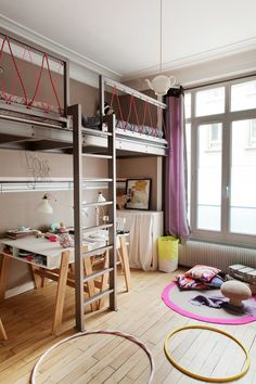 Laure Marie und Thomas, Louise 8 Jahre, Jeanne 6 Jahre - The Socialite Family zitate Cool Kids Bedrooms, Girls Bedroom, Bunk Rooms, Bunk Beds, Kids Room Design, Bed Design, Small Closets, Shared Rooms, Kidsroom