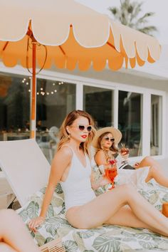 Palm Springs Bachelorette Party with Tropical Bohemian Vibes ⋆ Ruffled - Tropical bohemian bachelorette party ideas at this Palm Springs bash! Classy Bachelorette Party, Bachelorette Party Decorations, Bachelorette Weekend, Aloha Party, Craft Cocktails, Party Looks, Beyonce, New Orleans, Future Maman