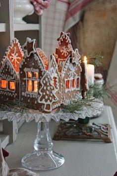 Simple Christmas, Christmas Home, Christmas Holidays, Christmas Ornaments, Gingerbread Christmas Decor, Easy Christmas Decorations, Gingerbread Houses, Vibeke Design, Diy Weihnachten