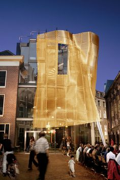 A three-dimensional wire cloth dress for the facade made of golden HAVER Architectural Mesh. De Baljurk | Kettingstraat.