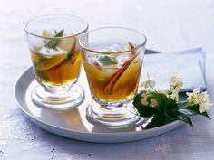 Apfel-Minztee ist ein Rezept mit frischen Zutaten aus der Kategorie Kernobst. Probieren Sie dieses und weitere Rezepte von EAT SMARTER!