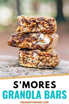 These S'mores Granola Bars are such a fun camping and hiking snack! Hiking Food, Backpacking Food, Ultralight Backpacking, Hiking Tips, Hiking Gear, Low Carb Granola, Granola Bars, Camping Menu, Camping Foods