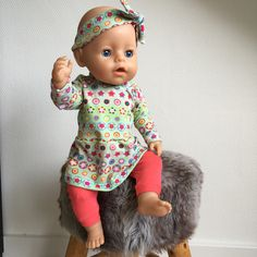 Kledingsetjes voor Baby Born (gratis naaipatroon) | MADE by MoDi Baby Alive Doll Clothes, Baby Born Clothes, Baby Alive Dolls, Barbie Clothes, Baby Dolls, Knitting Dolls Clothes, Sewing Dolls, Doll Clothes Patterns, Clothing Patterns