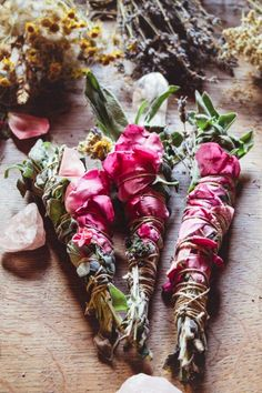 How To Make Diy, Make Your Own, Make It Yourself, Drying Roses, Drying Herbs, Sage Smudging, Smudging Prayer, Diy Jardin, Idee Diy