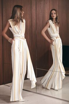 Elie Saab Pre-Fall 2019 Fashion Show Collection: See the complete Elie Saab Pre-Fall 2019 collection. Look 12 Paris Mode, Vestidos Fashion, Fashion Dresses, Dresses For Teens, Short Dresses, High Fashion, Womens Fashion, Fashion Trends, Fashion Ideas