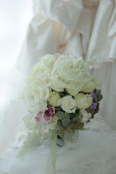 クラッチブーケ 紫をさし色に ペニンシュラ東京様へ 秋の受注状況 : 一会 ウエディングの花
