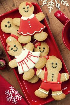Christmas treats Sugar cookies or gingerbread men Christmas Sweets, Christmas Cooking, Noel Christmas, Christmas Goodies, Winter Christmas, Christmas Ideas, Christmas Gifts, Christmas Kitchen, Country Christmas