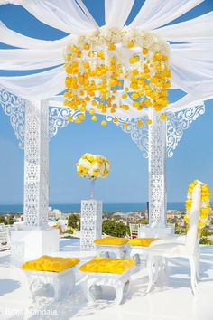 Love how the blue sky is adding to the beauty of this white and yellow uber chic mandap.