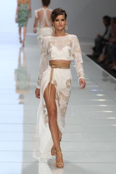 Stunning dress. Close the slit a little and we're in buiness!