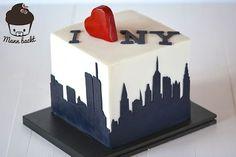 Eine Torte im New York Design! Wow! Skyline-Verzierungen aus Fondant machens möglich.