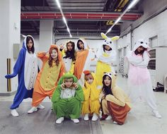 Nayeon (나연) twice, Momo (모모) twice. K Pop, Kpop Girl Groups, Korean Girl Groups, Kpop Girls, Twice Dahyun, Tzuyu Twice, Sana Cute, Song Meme, Twice Photoshoot