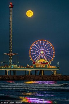 Full moon, Galveston, Texas ♥ | all star pics Plan to go here in a few weeks!
