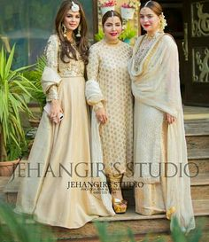 Gud hair do and styling of the third frm left Pakistani Formal Dresses, Shadi Dresses, Pakistani Wedding Outfits, Pakistani Dress Design, Pakistani Bridal, Indian Dresses, Indian Outfits, Indian Attire, Indian Ethnic Wear