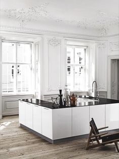Clean contemporary kitchen in an elegant Danish space - Bolig Magasinet