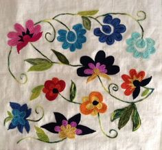 patrones bordado mexicano para imprimir ile ilgili görsel sonucu Tambour Embroidery, Embroidery Needles, Ribbon Embroidery, Floral Embroidery, Embroidery Patterns, Embroidered Lace Fabric, Embroidered Cushions, Bordado Floral, Mexican Embroidery
