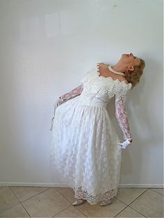 Vintage 80s Wedding Dress Lace Bridal Gown by KMalinkaVintage, $268.00