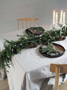 How to make a minimalist Christmas garland - Christmas table styling - Christmas styling - minimalist Christmas table - natural Christmas decor