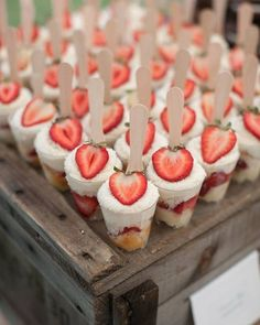 16 Fun Ideas for Bridal Shower Food. Love these Strawberry Shortcake Cups! 16 Fun Ideas for Bridal Shower Food. Love these Strawberry Shortcake Cups! Mini Desserts, Wedding Desserts, Wedding Foods, Wedding Shower Foods, Bridal Shower Appetizers, Wedding Showers, Finger Desserts, Finger Foods For Wedding, Individual Desserts