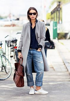 Effortlessness is proven chic through an oversized coat and boyfriend jeans. // #StreetStyle