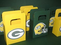 I have no clue what we'd do with these but I want them! Green Bay Packers Favor Bags by favoritesbyglenda on Etsy, $4.00