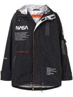 Loose Fit Jacke von Heron Preston Nasa - Farfetch Heron Preston Куртка Свободного Кроя с Принтом 'Nasa' – Farfetch Heron Preston – Lose Jacke mit NASA-Aufdruck Nasa Jacket, Swag Style, My Style, Nasa Clothes, Cyberpunk Fashion, Mens Fashion, Fashion Outfits, Frock Fashion, Girl Fashion