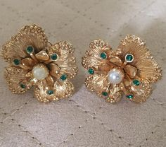 Vintage Sarah Coventry Dogwood Earrings