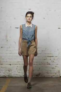 love the knotted shirt with collar and hight waisted shorts