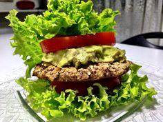 No bread , No problem  Hamburguer Veggie feito com feijão Azuki + Avocado + Alface orgânico / tomate
