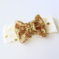 Stretchy off white with metallic gold dots headband with sequin bow. Made to match our gold leggings. Perfect for all ages. Can be made with