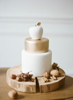 Beautiful Styling, White and Gold Apple Cake