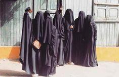 Ассалям алейкум Ахават. Давно не общались,Как ваши дела? Расскажите какой нибудь необычный случай из жизни связанный с Хиджабом ,Никабом… Shadow Images, Hijab Collection, Cute Muslim Couples, Hijab Niqab, Somali, Muslim Women, Find Image, Elegant, My Style