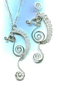 WireWorkers Guild: July 2013 - Free Seahorse tute.  #Wire #Jewlery #Tutorials