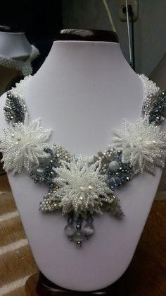 белые хризантемы