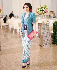 Paola Tambunan is wearing Kutu Baru Kebaya Kutu Baru Hijab, Kebaya Kutu Baru Modern, Batik Kebaya, Kebaya Muslim, Batik Dress, Kebaya Brokat, Model Rok Kebaya, Model Kebaya Modern, Dress Brukat