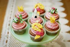 Rapunzel cupcakes for Getza Rapunzel Cupcakes, Princess Cupcakes, Girl Cupcakes, Love Cupcakes, Themed Cupcakes, Disney Cupcakes, Ladybug Cupcakes, Kitty Cupcakes, Snowman Cupcakes