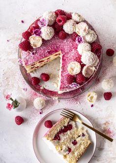 Himbeer-Raffaello-Torte ohne Gelatine - Emma's Lieblingsstücke Sweets Cake, Cupcake Cakes, Sweet Pastries, Drip Cakes, Creative Cakes, Desert Recipes, Cakes And More, Cake Cookies, No Bake Cake