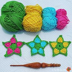 A quick & easy floral star pattern that can be used to make a garland, gift tags, cards, ornaments…free pattern!