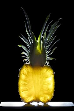 Adding salt to pineapple will actually cause it to taste sweeter Yellow Photography, Fruit Photography, Still Life Photography, Light Photography, Amazing Photography, Vegetables Photography, Sunflowers And Daisies, Still Life Photos, Fruit Art