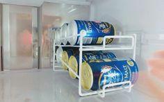 ホルダーには傾斜がかかり、1本取り出すごとに奥の缶が手前に出てきます。毎日飲みたいビールなんかに良さそうです。